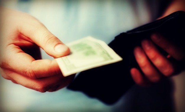 Bolehkah Bayar Utang di Masjid?