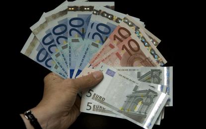Uang Tips, Uang Khianat