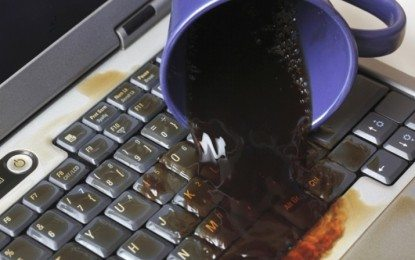 Demi Keselamatan, Jangan Letakkan Minuman di Dekat Komputer