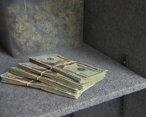 Uang Kertas Biang Krisis?