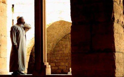 Hukum Upah untuk Muadzin dan Imam Masjid